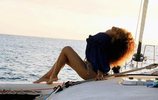 Rihanna's saucy Hawaii holiday snaps