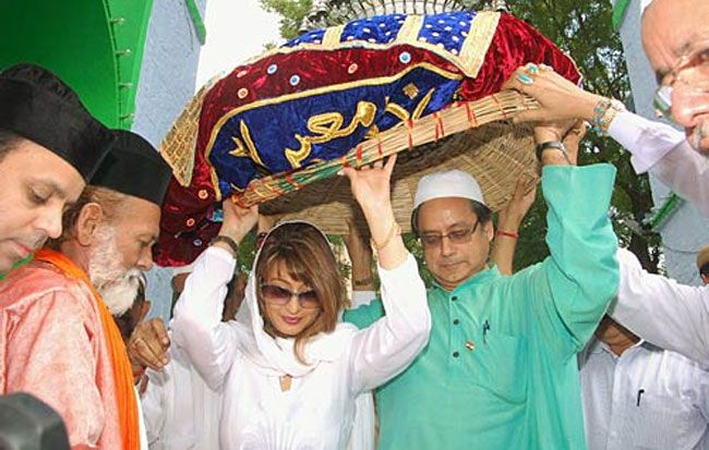 Shashi Tharoor with wife sunanda