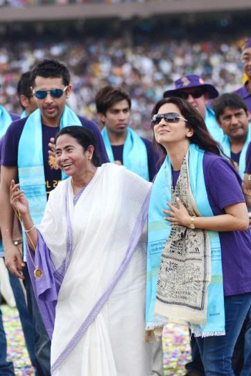 Kolkata Knight Riders with Juhi Chawla and Mamata Banerjee