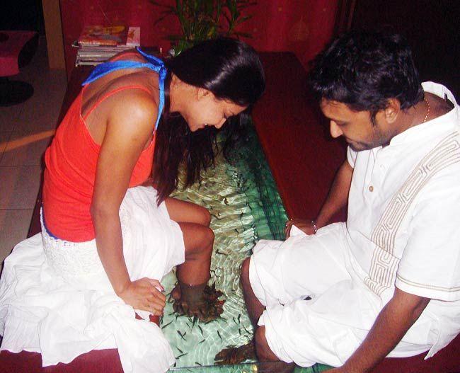 Veena Malik's PDA with director Hemant Madhukar