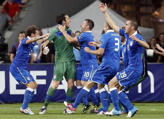 Italy's Alessandro Diamanti(left), Gianluigi Buffon