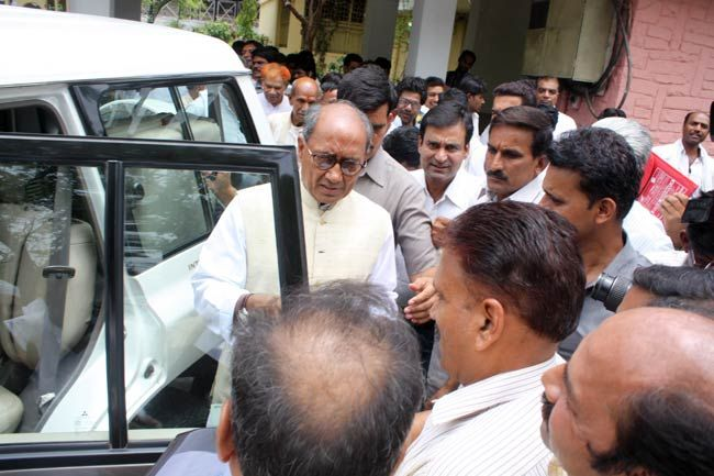 Digvijay Singh with Congress workers