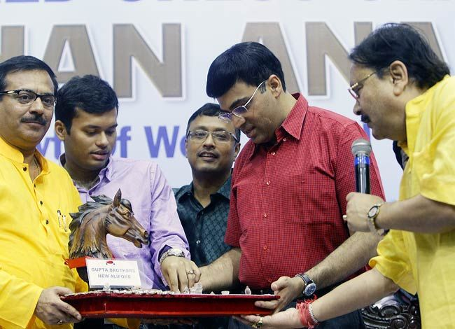 West Bengal government felicitates Viswanathan Anand