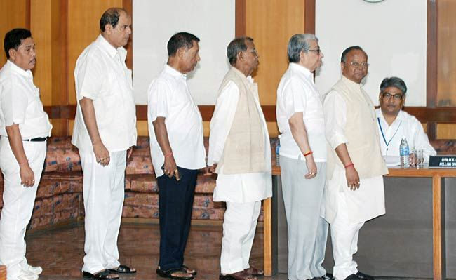 Ministers stand in queue