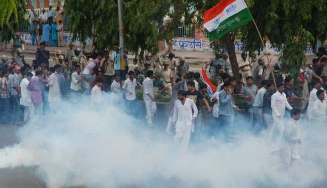 Congress workers protest against BJP govt in Bhopal