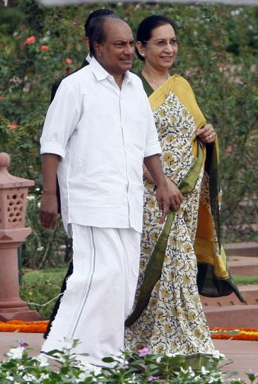 AK Antony with wife