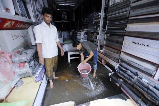 Shopkeepers in Khajane Wale ka Rasta, Jaipur
