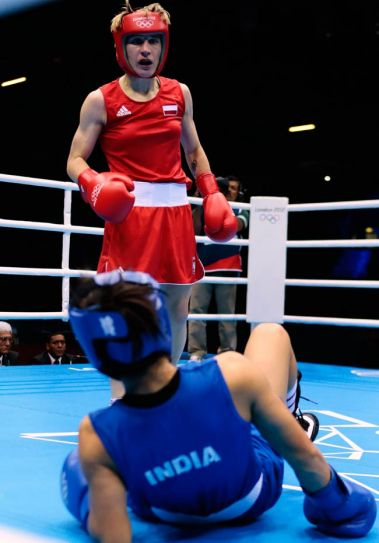 Mary Kom(in blue) and Karolina Michalczuk(in red)