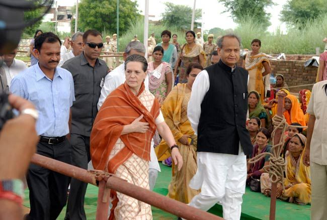 Sonia visits flood-affected areas in Jaipur