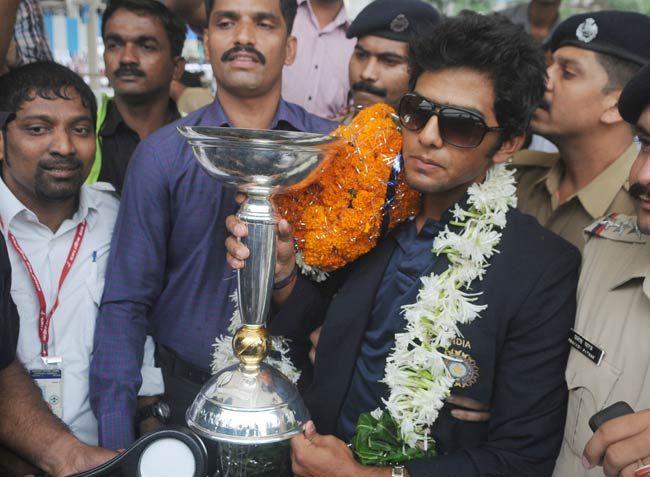 Skipper Unmukt Chand at Mumbai airport