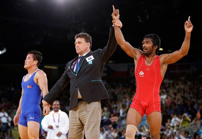 Yogeshwar Dutt (in red) of India and Ri Jong Myong of North Korea