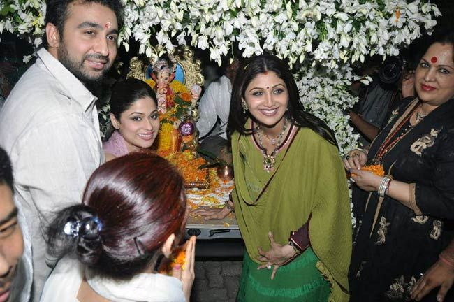 Shilpa Shetty, Raj Kundra and Shamita Shetty