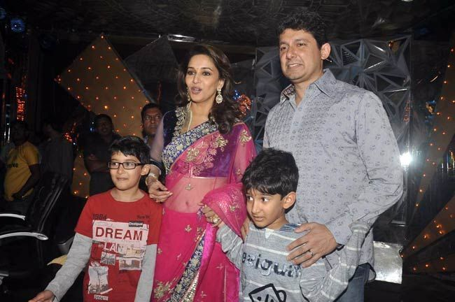 Madhuri Dixit, Dr Sriram Nene and her sons, Arin and Raayan