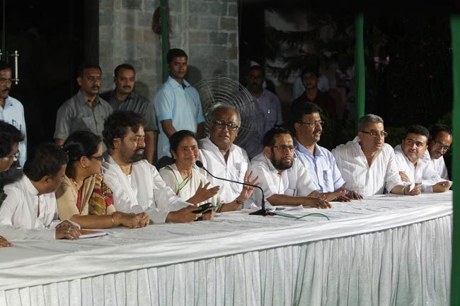 Mamata withdraws support from UPA-II