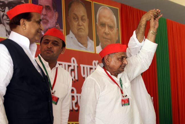 Mulayam Singh Yadav with other party leaders