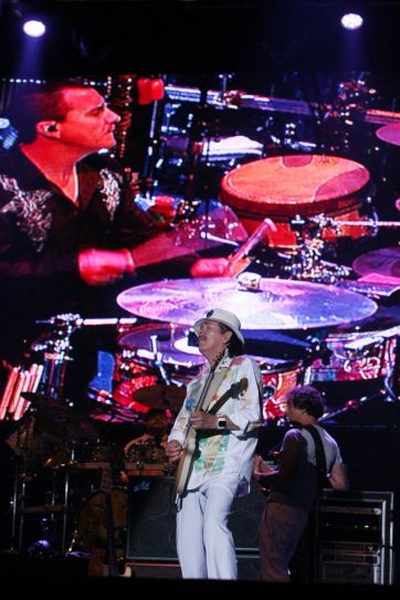 Carlos Santana's concert a big hit with Indian audience