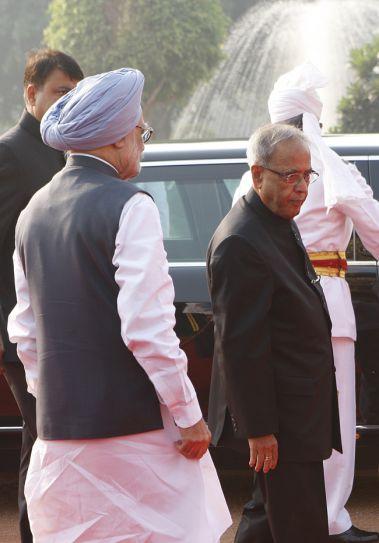Manmohan Singh, Pranab Mukherjee