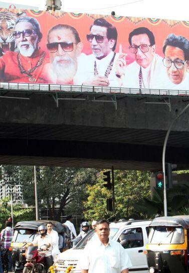 Shiv Sena followers throng Matoshree, pray for Bal Thackeray