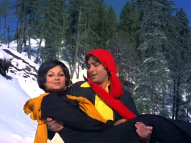 Sharmila Tagore and Shashi Kapoor in Aa Gale Lag Jaa.