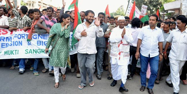 Anna Hazare (right), Akhil Gogoi (centre), KMSS Public Meeting, Guwahati