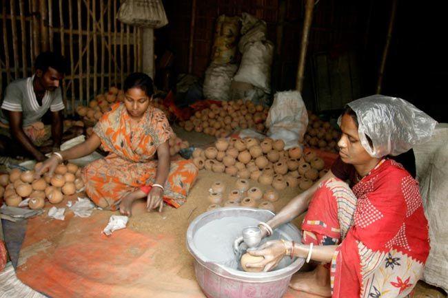 Fireworks manufacturing in West Bengal, Diwali, Nungi village, Champahati village