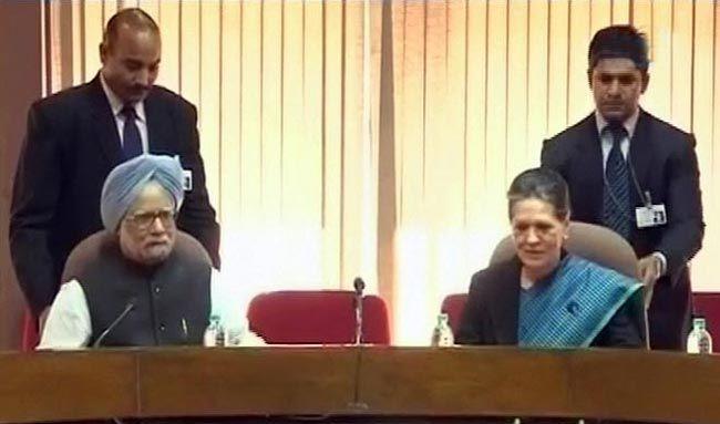 Manmohan Singh and Sonia Gnadhi