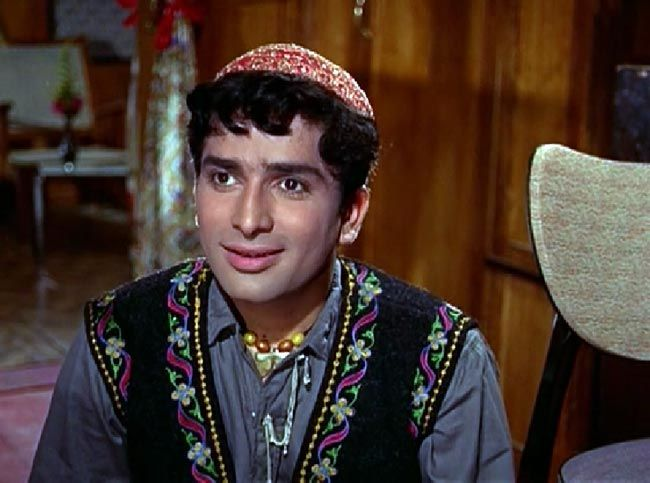 Shashi Kapoor in Jab Jab Phool Khile.
