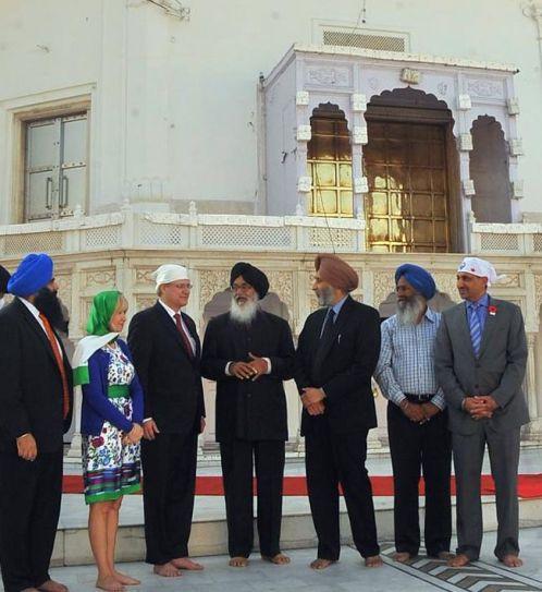 Parkash Singh Badal, Stephen Harper, Laureen, Adesh Partap Singh, Gurdwara Takht Sri Keshgarh Sahib