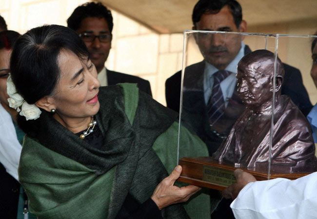 Aung San Suu Kyi arrives in India, pays tribute to Gandhi and Nehru