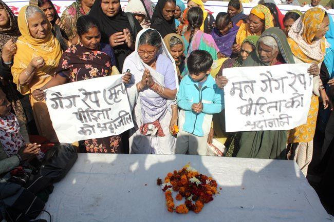 Bhopal Gas tragedy victims mourn the death of Delhi gangrape victim
