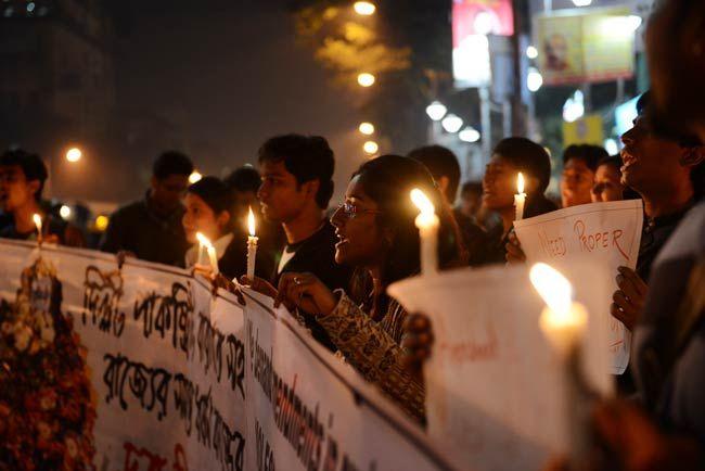 Kolkata holds candlelight vigil
