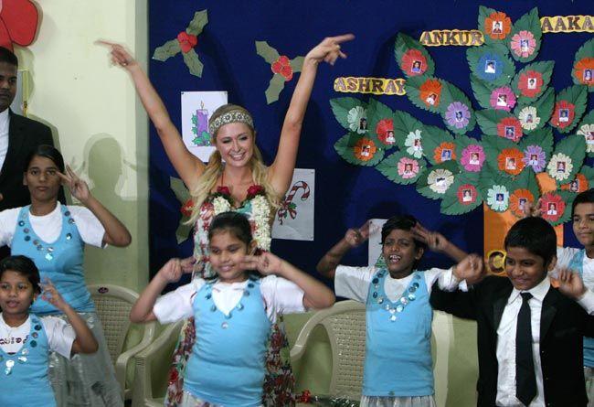 Paris Hilton with orphanage kids in Mumbai