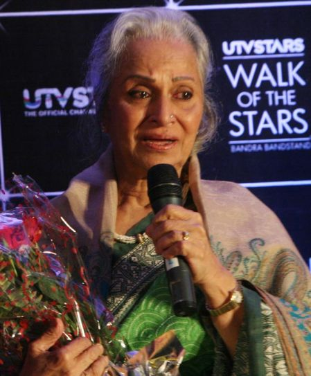Waheeda Rehman as she unveiled Dev Anand's statue.
