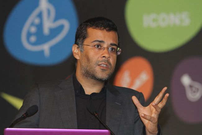 Chetan Bhagat at Mind Rocks Youth Summit 2013 in Kolkata
