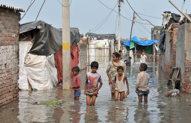 Yamuna flows into streets, families evacuated.
