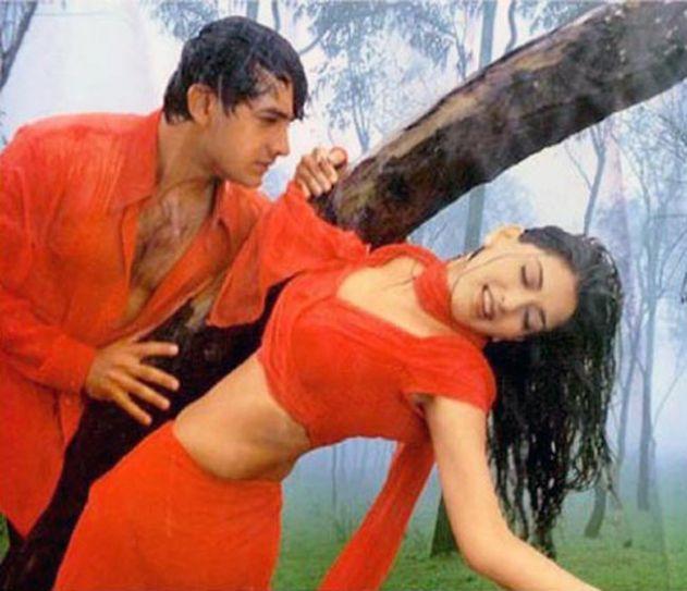 Sonali Bendra and Aamir Khan in a still from Sarfarosh