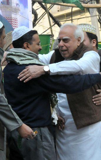 Sibal shares 'Jadu ki Jhappi' moments with Kejriwal