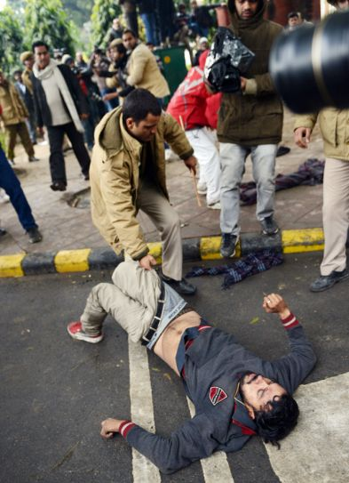 AAP protest, AAP supporter, Delhi Police