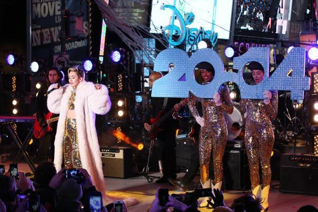 Miley Cyrus performing in New York on new year's eve