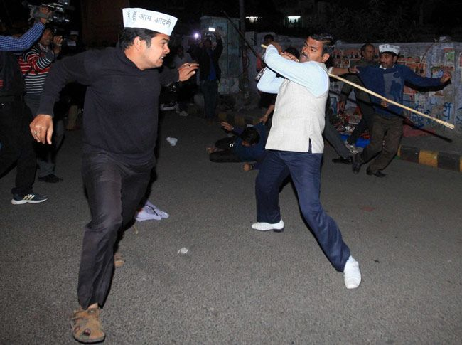 AAP, BJP workers clash