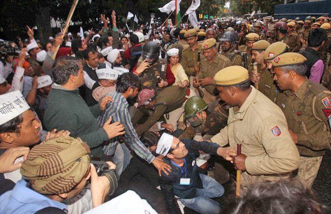 AAP, BJP workers clash