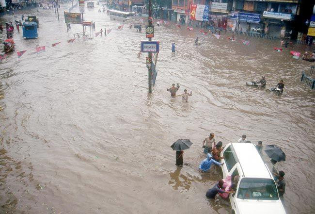 bhaskar paul, india today, bhaskarda, photo editor, photo journalist, kolkata flood
