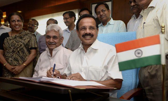 Railway Budget 2014-15, D.V. Sadananda Gowda