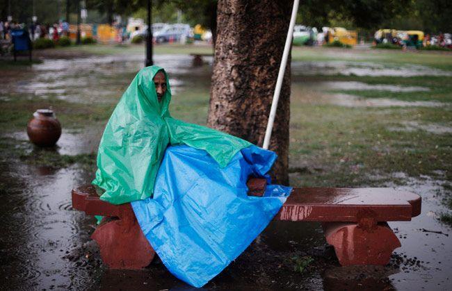 Heavy rains lash Delhi, Noida