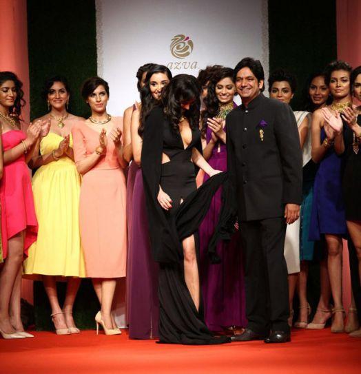 Nargis Fakhri suffers wardrobe malfunction