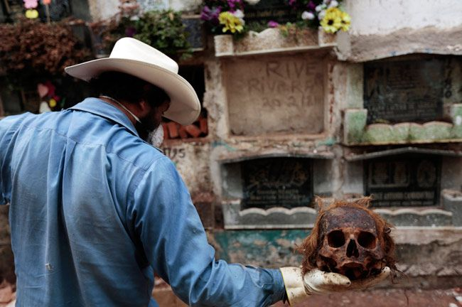 Date with the Dead at Verbena cemetery in Guatemala City