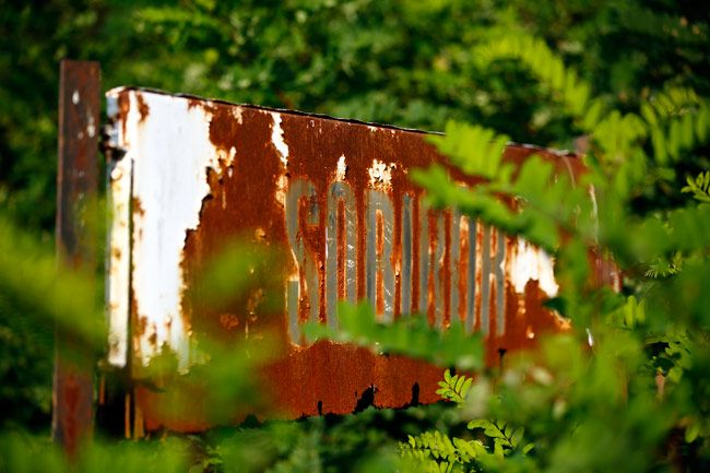 A rusty road sign