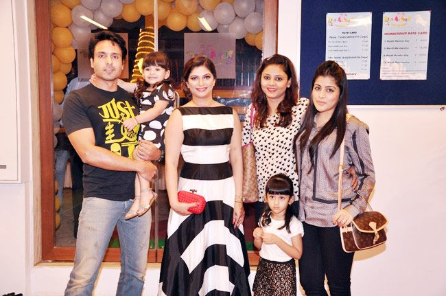 Iqbal Khan, Suhana Sinha, Sanyukta Paul, Iqbal's wife Sneha, and Iqbal and Sneha's children.