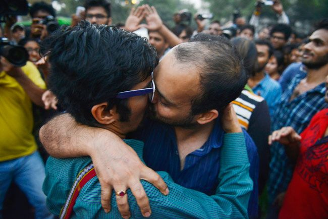 Kiss of Love protests against moral policing in Delhi