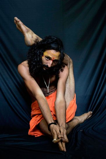Rare pictures of Indian yogis who are incredible at yoga